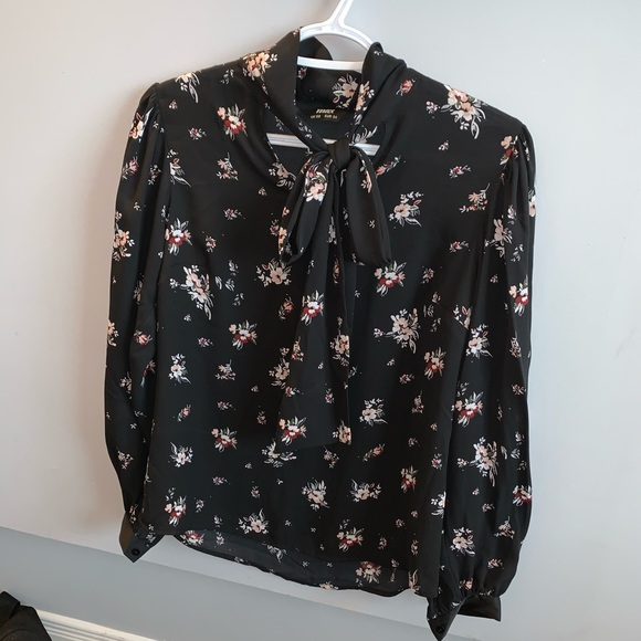 MAX Tops - Long sleeves flowery top with bow around neckline